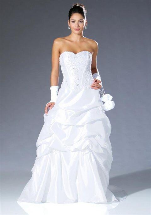 e417a712b6eb Svadobné šaty s korálkami v bielej farbe Laura Scott Wedding