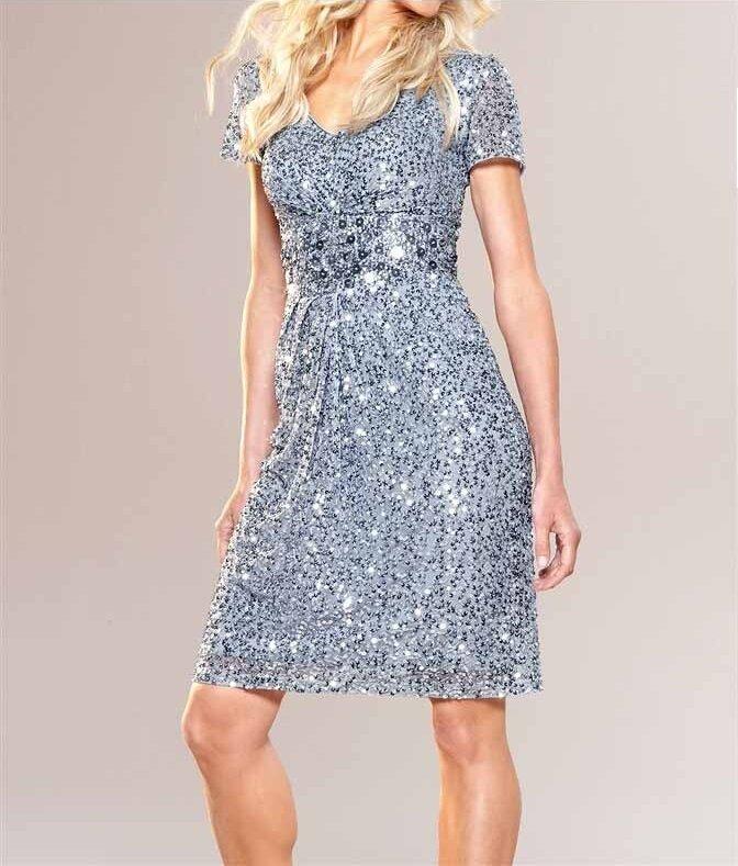 9d68dee463de APART módní společenské šaty s flitry v barvě světle modré