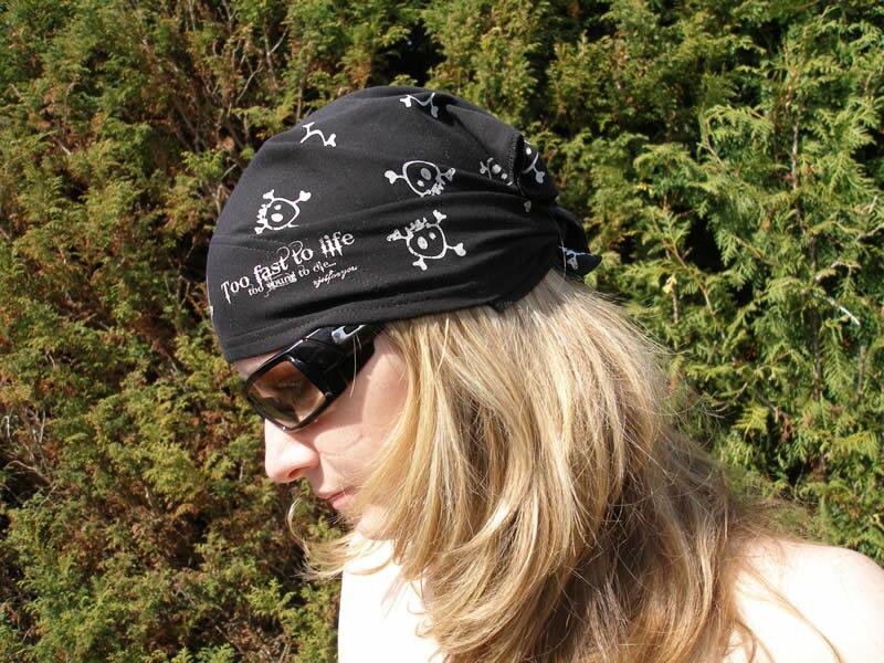 8d1558a54b0 Letní šátek na hlavu trojcípý - lebky